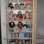 Dolls display; vetrinetta contenitore